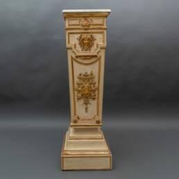 Colonna in legno laccato e dorato